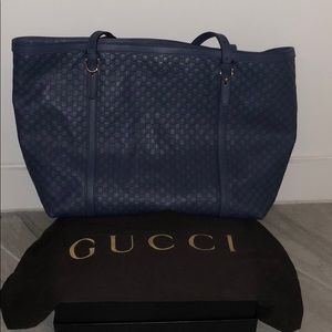 Full sized ***Authentic*** Gucci purse!!